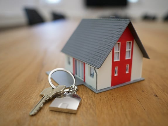 Image of a model property and keys for the buy to let accountant page.